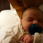 Plagiocefalia ułożeniowa – objawy i leczenie