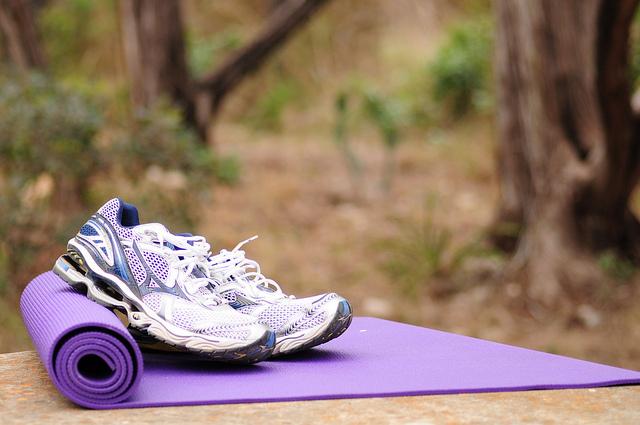 Czym kierować się przy wyborze maty do fitness? Praktyczne porady