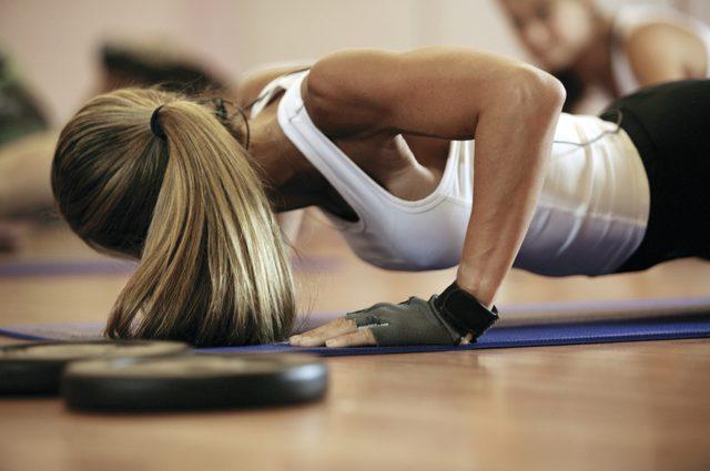 Szybki trening na płaski brzuch - poznaj sekret!