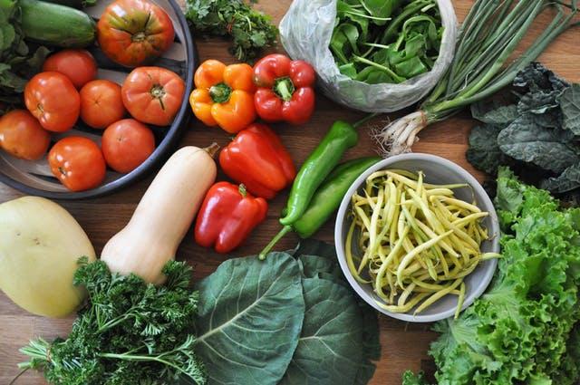 Karton, styropian czy może plastik? W co pakować jedzenie?